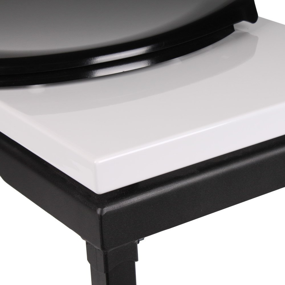 hochglanz dominatoilette mit wc sitz von stylefetish 749 00. Black Bedroom Furniture Sets. Home Design Ideas